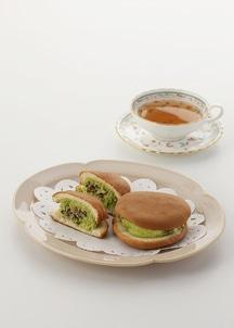 抹茶オムレットサンド(小豆入り抹茶クリーム)