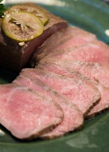 黒毛和牛柚子香漬けローストビーフ