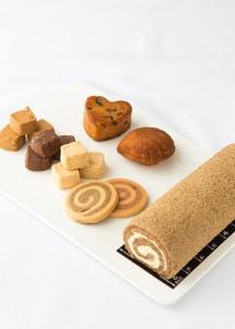 【オンワード・マルシェ限定商品】加賀棒茶とさつまいものロールと焼き菓子詰め合わせ
