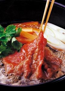 〈山形の極み〉米沢牛 すき焼用 肉質等級:4等級(B.M.S.No.5)以上
